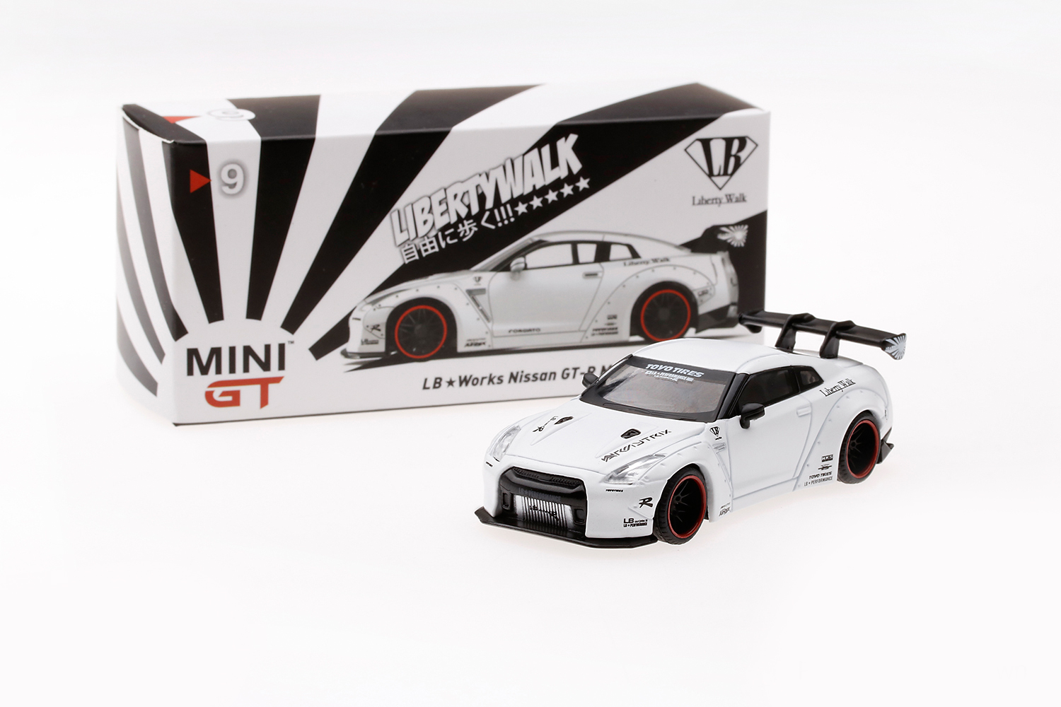 Mini GT 00009-L Liberty Walk Nissan GT-R R35 - Matt Weiß 1:64