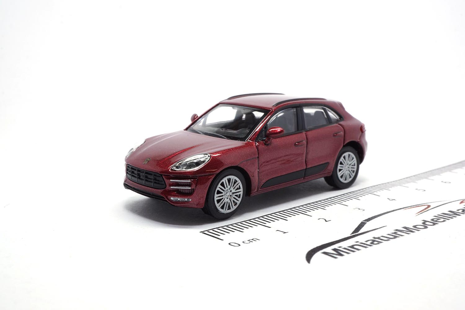 Minichamps 870067002 Porsche Macan Turbo - Rot Metallic 1:87