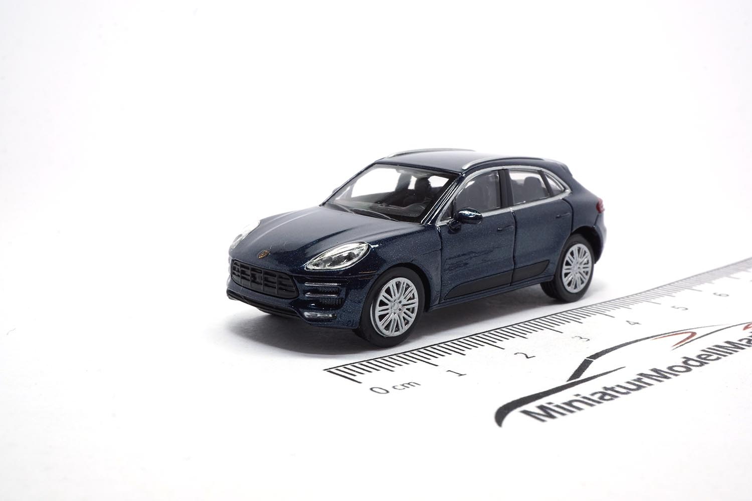 Minichamps 870067004 Porsche Macan Turbo - Blue Metallic 1:87