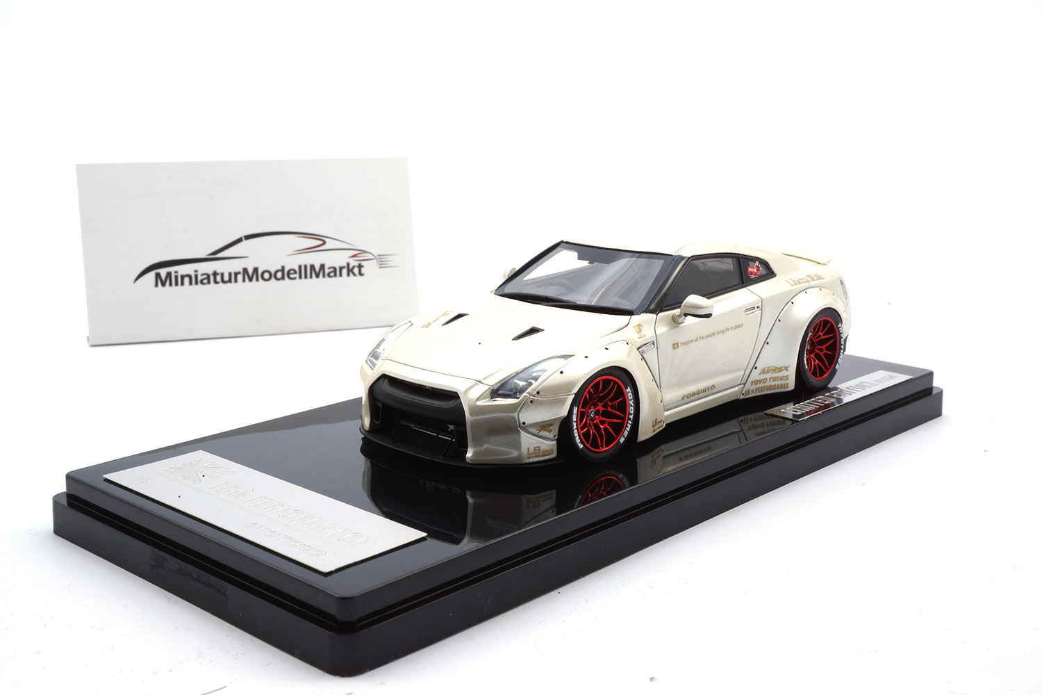 One Model 17B04-06 Liberty Walk Nissan GT-R (R35) - Pearl White - Ducktail 1:43