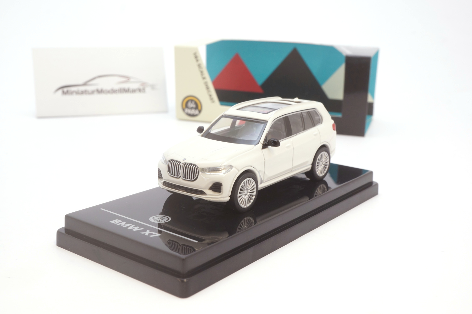 Paragon 55192R BMW X7 - White (RHD) 1:64